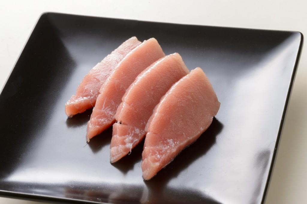 【マグロ】54,000回使用後の包丁で刺身を切った場合(切断面がギザギザ) 画像素材提供:貝印株式会社