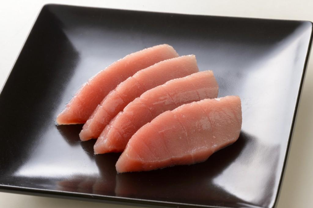 【マグロ】新品の包丁で切った場合(切断面が鋭い) 画像素材提供:貝印株式会社